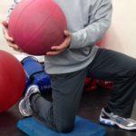両膝立ちと片膝立ちを使い分けろ!エクササイズのポジションで広がる選択肢
